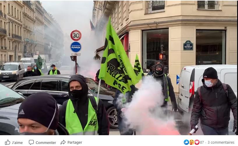 Arrivée des cortèges devant le conseil IDF mobilités pour dire NON à l'ouverture à la concurrence sur la région parisienne !